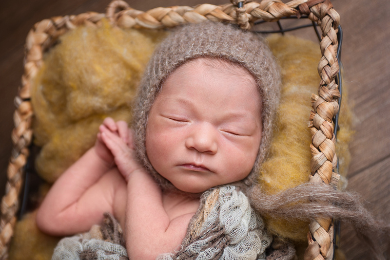 Beautiful newborn girl during her portrait session with Tanis Saucier Photography in Montreal