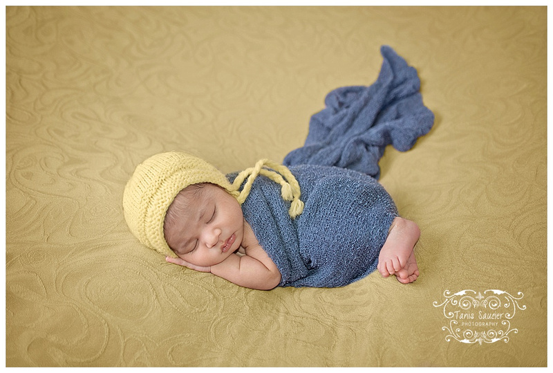 Beautiful newborn baby girl during her Montreal newborn photography session with Tanis Saucier