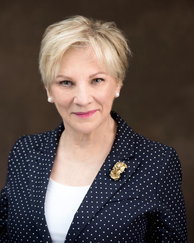 A mature corporate business woman's professional portrait by Tanis Saucier Photography in Saint-Sauveur, Quebec