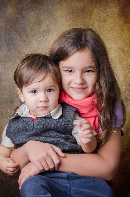 A brother and a sister cuddle up for their in-home portrait session in Montreal